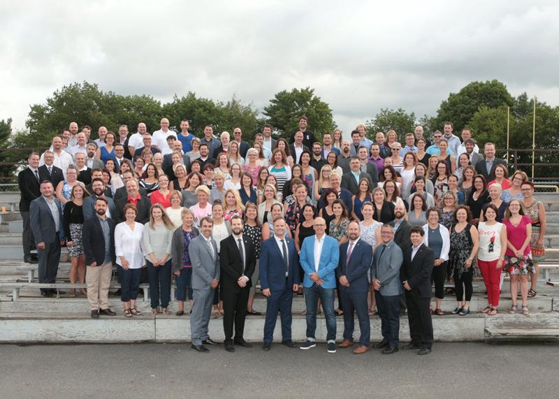 Membres de l'équipe-école du collège Saint-Bernard.